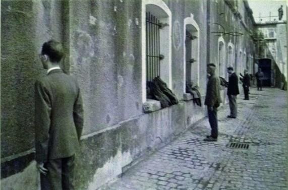 Arrivée de nouveaux prisonniers – Juifs K.Z. Breendonk, 13/6/1941, photo de Otto Kropf, photographe officiel de la propagande allemande © coll. Otto Spronk – CEGESOMA, Bruxelles, 151644