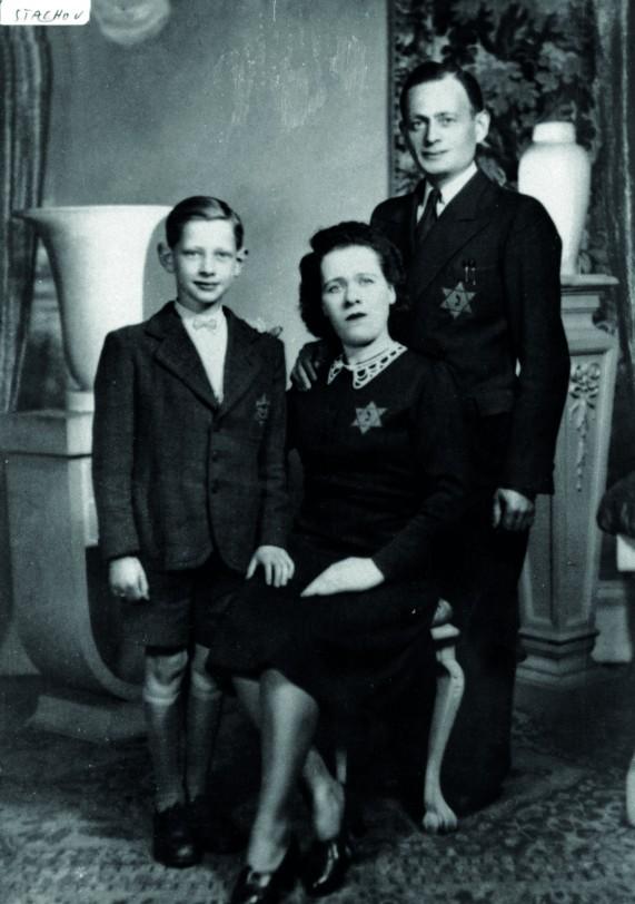 Mejer (Alfred) Staszewski, Hinda Baumgold, sa compagne et leur fils Loup- Bernard. Tous les trois furent déportés à Auschwitz par le IV e convoi, le 18 août 1942 © coll. Michel Staszewski – Fonds UPJB – CEGESOMA, Bruxelles – 101518