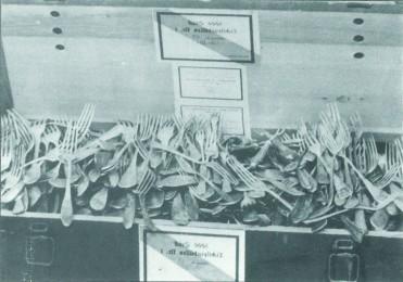 Caisse de fourchettes en argent volées par les nazis © Institute of the WJC, policy forum n° 13